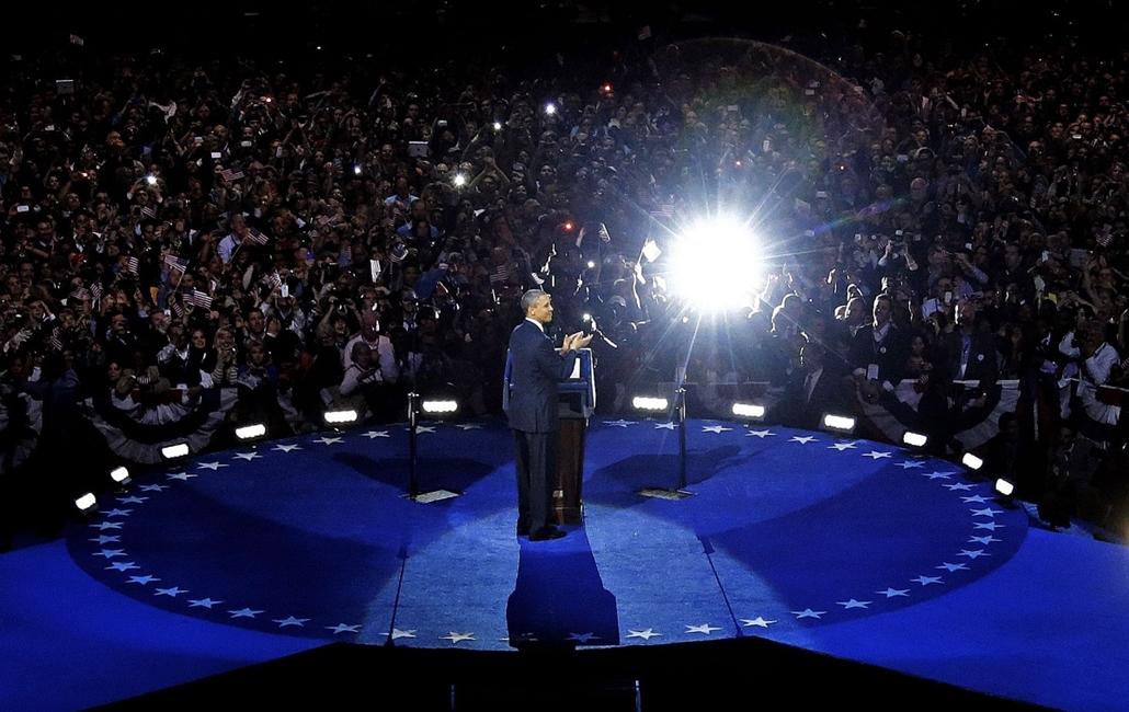 AP. Chicago, Illinois: Barack Obama beszédében köszönetet mondott támogatóinak, miután másodszorra is az Egyesült Államok elnökének választották. - hét képei nagyítás
