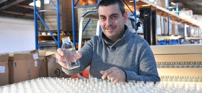 Szeméthegyek műanyag palackokból: ez lehet a megoldás?