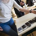Jön a szigor: végleg kitiltják a telefonokat az iskolákból, új szabályok a francia oktatásban
