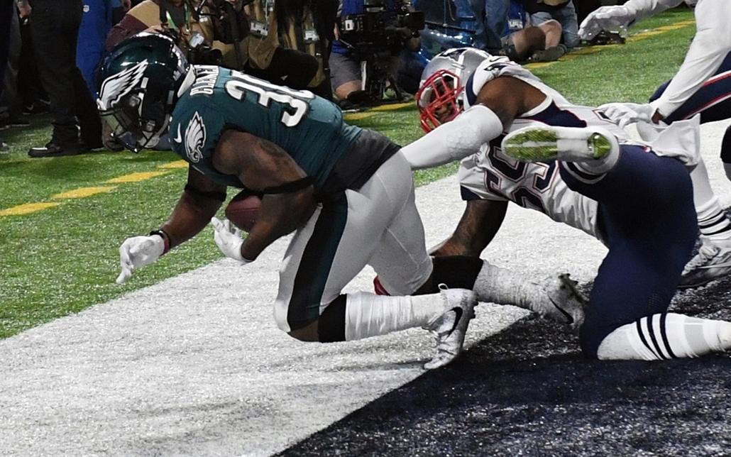 afp.18.02.04. - Minneapolis, USA: Corey Clement egyik pontszerzése az 52. alkalommal megrendezett Super Bowl döntőjén a minneapolisi U.S. Bank Stadionban 2018. február 4-jén. - amerikaifutball, amerikai foci, nfl