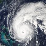 Űrfelvételek az Earl hurrikánról