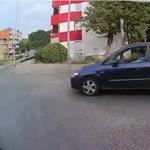 Pécsen sem egyszerű a buszsofőröknek, simán bevágnak eléjük – videó