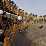 Fotó: kaszkadőrök mentek a halál falára