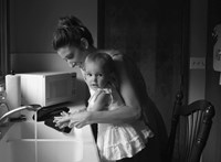 Miért rossz, ha egy szülő túlbuzgó gyereke segítésében?
