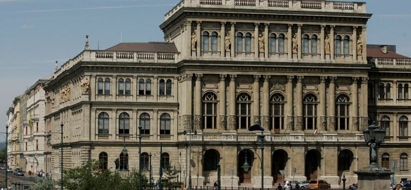 Bérfeszültség az Akadémián: csak külföldieknek jár a 2,5 milliós juttatás