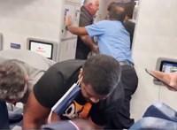 Elképesztő jelenetek zajlottak a Delta légitársaság járatán az egyik utas miatt