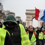 Megint tüntetnek, rendőrökkel dulakodnak a sárgamellényesek