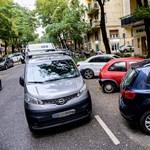 Világgazdaság: Ötmillió beoltott után lesz vége az ingyenes parkolásnak