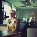 Vakon született, profi fotós lett az albínó lányból - képek