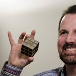 Fotó: így néz ki a világ ledrágább Rubik-kockája