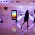 Az eladott mobilok fele már okostelefon