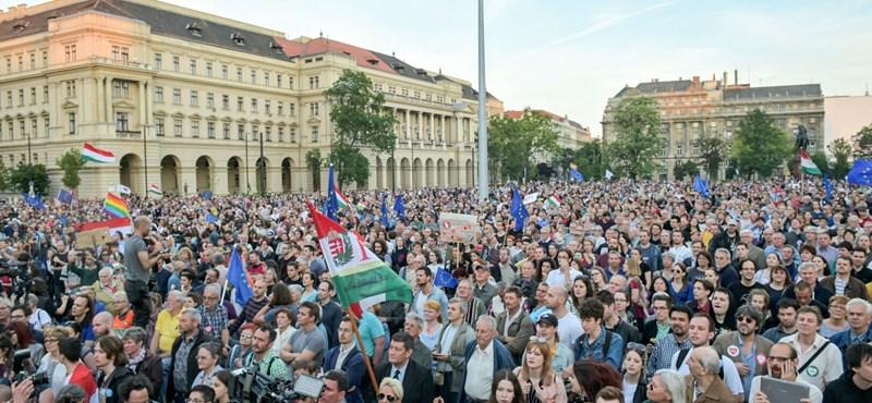 Készül a gigatüntetés: Orbán beint vagy beijed?