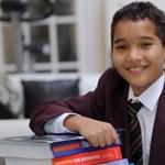 Még csak 12 éves, de már lenyűgözte a szakembereket egy angol kisfiú