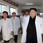 Újabb mosolygós fotót küldtek Észak-Korea kikerekedett diktátoráról