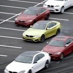 Videó: 52 BMW M-modell között driftelnek az új M4-el