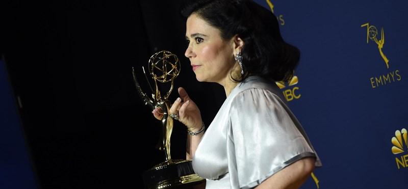 Magyarul köszöntötte édesanyját a friss Emmy-díjas – videó