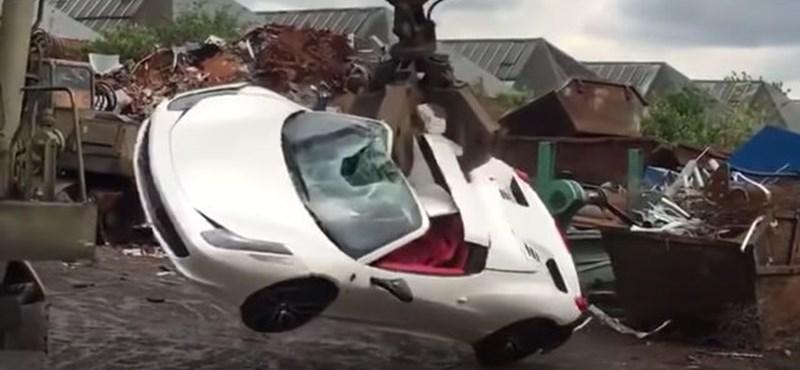Perre ment a férfi, akinek bezúzták a biztosítás nélküli Ferrariját