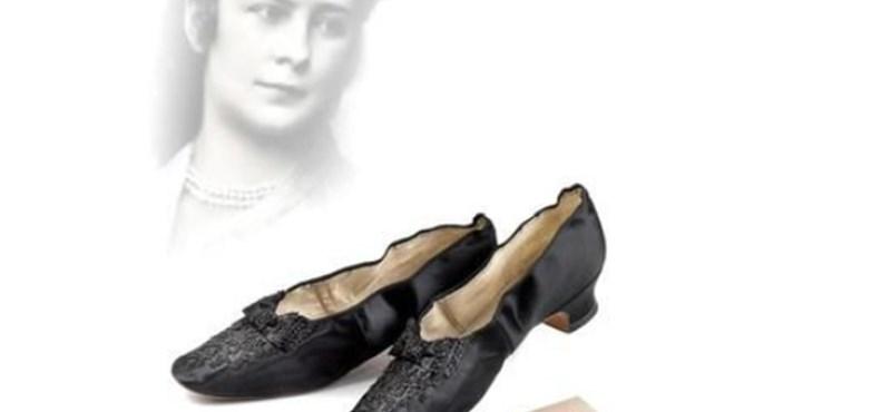 Elképesztő áron keltek el Sissi és a császár cipői Bécsben