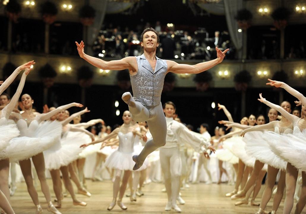 Manuel Legris, a Bécsi Balett igazgatójának első fellépése a hagyományos Bécsi Operabálon.