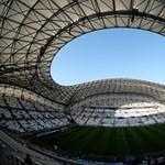 Furcsa szigorítást vezetett be az AC/DC miatt a FIFA