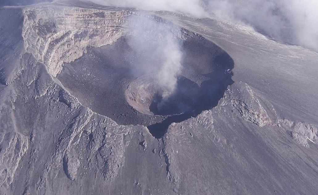 vulkán, tűzhányó - MÉXICO, CIUDAD DE MÉXICO : 30808108. México.- El Centro Nacional de Prevención de Desastres (Cenapred) informó que en el cráter interno del volcán Popocatépetl se formó un incipiente domo de lava de menos de 50 metros de diámetro y 10 m