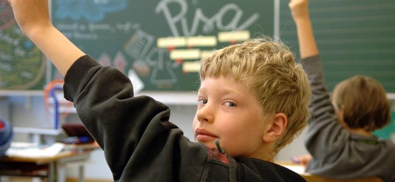 Ment-é a tantervek által a világ elébb?