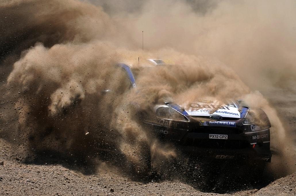 13.06.22. - Loutraki, Görögország: Thierry Neuville és navigátora, Nicolas Gilsoul Ford Fiesta RS WRC autójukkal a Loutraki szakaszon, Athéntól 80 kilométerre - évképei, az év sportképei