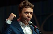 Házi őrizetbe került a Ryanair-gépről leszállított belarusz újságíró