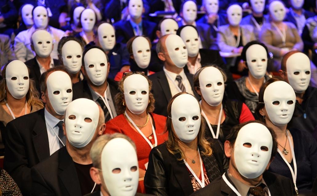 afp. hét képei - Párizs, Franciaország, 2014.11.06. nemzeti dohánybolt, Tobacco sellers wear masks as a sign of protest during the tobacconists national congress in Paris on November 6, 2014.