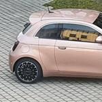 Fura, extra ajtós változatot kap a Fiat 500-as?