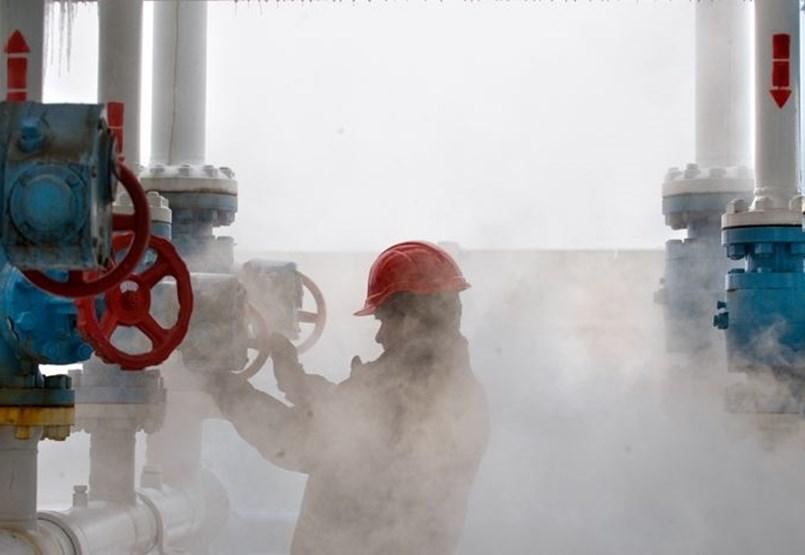 Debido a la ecologización de la producción de energía, el precio del gas natural cayó por primera vez