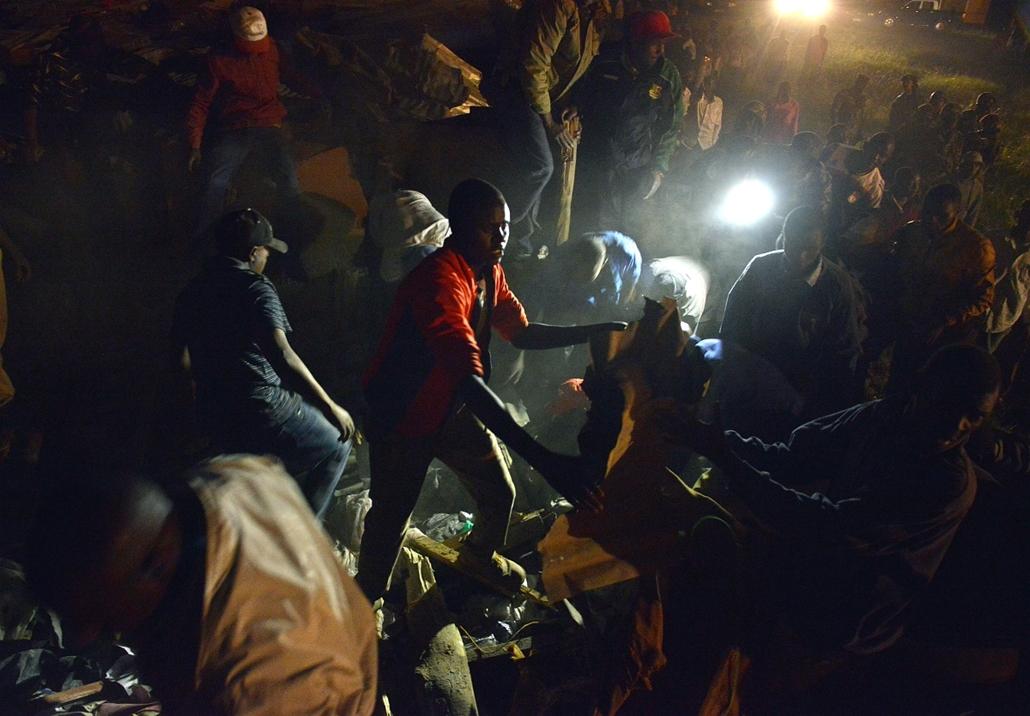 afp.15.01.05. - Nairobi, Kenya: házomlás Haruma lakónegyedében - 7képei