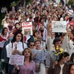 Újabb 32 ellenzéki tüntetőt vettek őrizetbe Fehéroroszországban