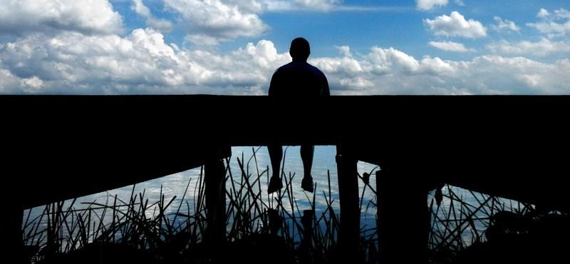 Az új népbetegség, ami napi 15 szál cigi elszívásánál is veszélyesebb: a magány