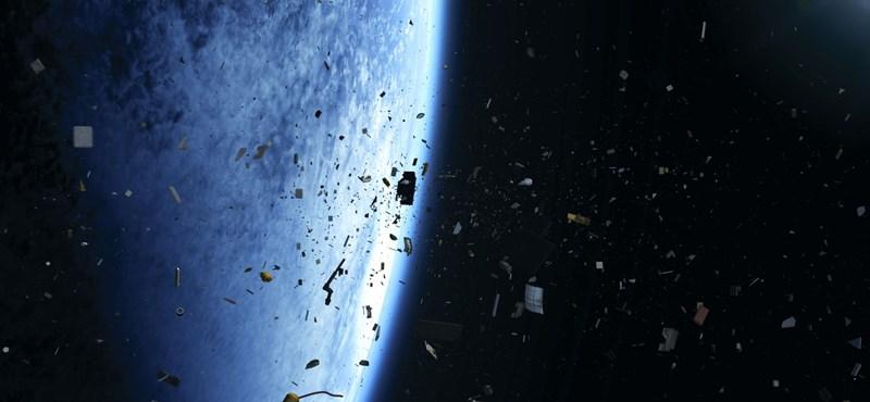 Tragikus űrkarambolt úszott meg a világ