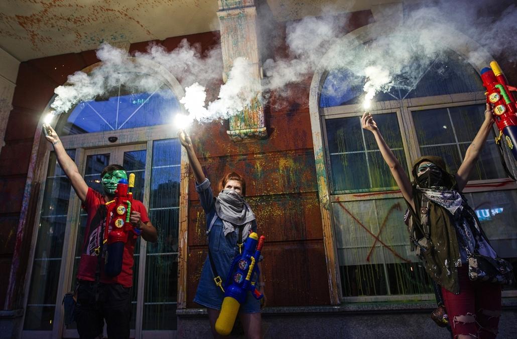 afp.16.05.31. - Macedónia, Szkopje: tüntetés: Gjorge Ivanov macedón elnök lemondását követelő tüntetők, színes forradalom