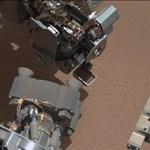 Fotó: talány a Marson - csillogó tárgyat fotózott a Curiosity