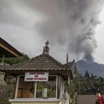 Friss fotók: Hamuval szórja tele a környéket a bali vulkán