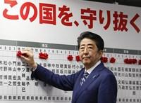 Szabálytalan közpénzfelhasználás miatt vizsgálat indult a volt japán kormányfő ellen