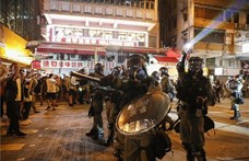 Hongkongban ismét tüntettek, a rendőrség könnygázt vetett be
