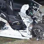 Szomorú fotók érkeztek az éjszakai tiszakécskei halálos balesetről