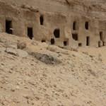 250 darab 4200-2100 éves sziklasírt tártak fel Egyiptomban