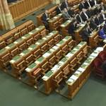 Megsértődött a Fidesz, hogy az MSZP nem ment el az '56-os ünnepi ülésre