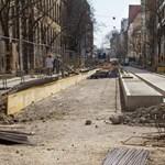Statikai számítások miatt várakozik a fonódó villamos építése