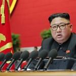 Kim Dzsong Un betiltott több frizuraformát és a szűk farmert is