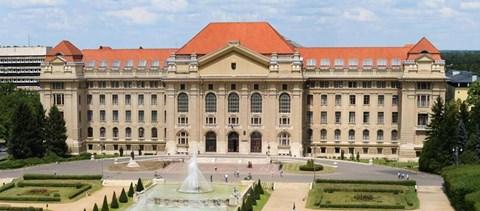 Professzorok és hallgatók is tiltakoznak a Debreceni Egyetem átalakítása ellen