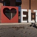 Azokat küldi el az ELTE-n, akiken a legtöbbet lehet spórolni