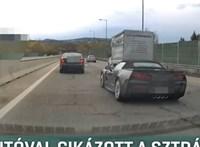 Eljárás indult a sofőr ellen, aki az M7-esen cikázott a Corvette-jével