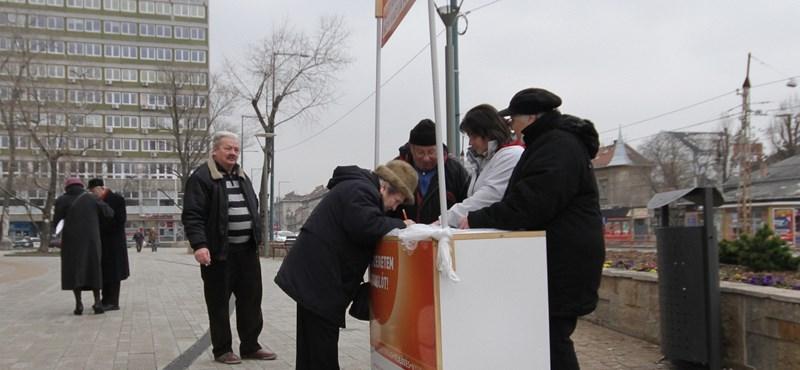 Lazán meghekkelhető a Fidesz rezsicsökkentős aláírásgyűjtése
