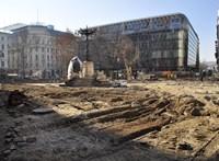 Előkerülhetett egy bomba a Vörösmarty tér felújítása közben
